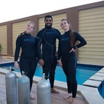 dive hurghada-diver-diving-team-crew-fun-smile-diving equipent